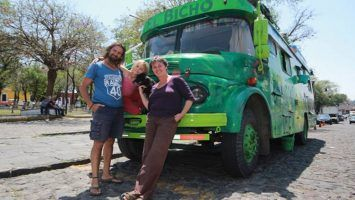 Familia argentina viaja sin dinero hacia Alaska