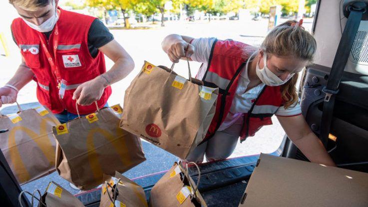 McDonald's asiste con alimentos a comedores