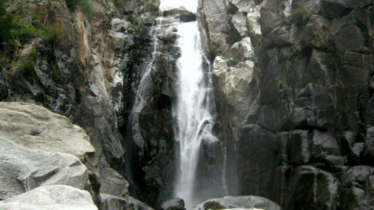 Una caída de agua de 70 metros